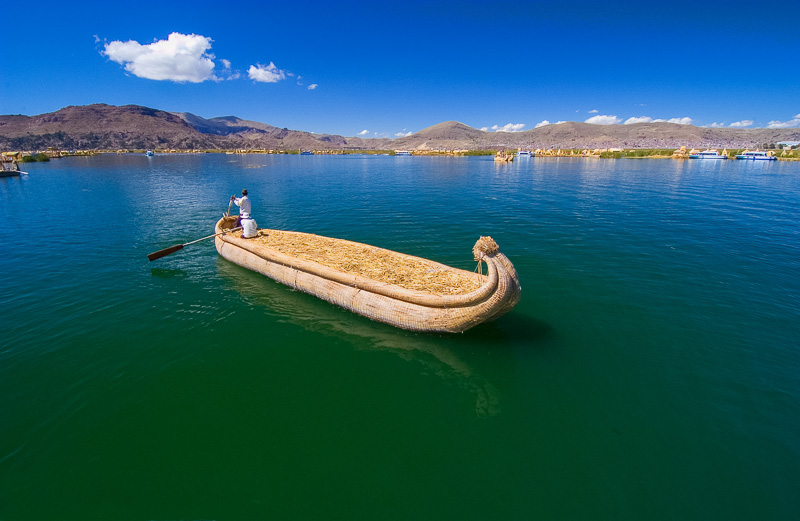 Traditional-reed-boats-Lake-Titicaca-Photo-122.jpg