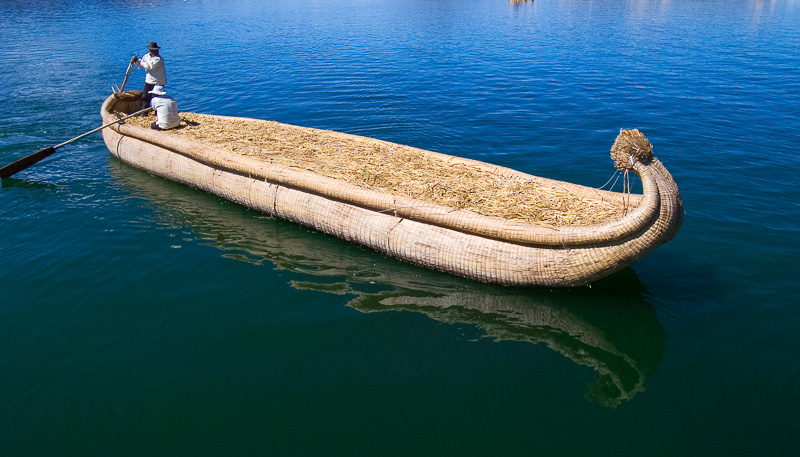 Traditional-reed-boats-Lake-Titicaca-Photo-123.jpg