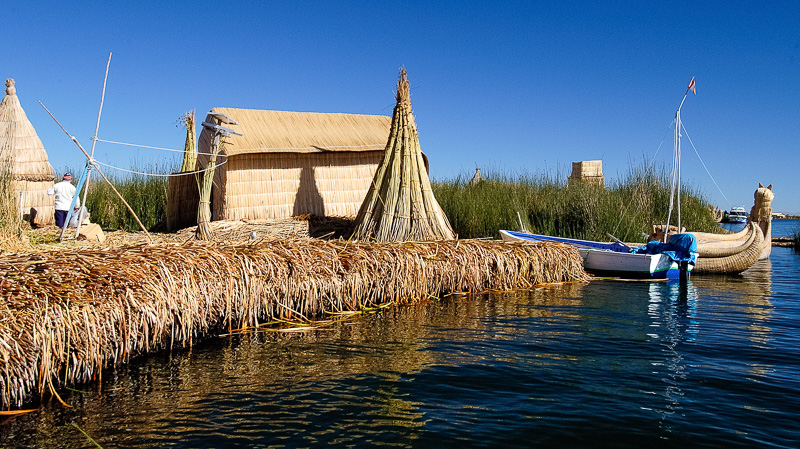 Traditional-reed-huts-Lake-Titicaca-Photo-0040A.jpg