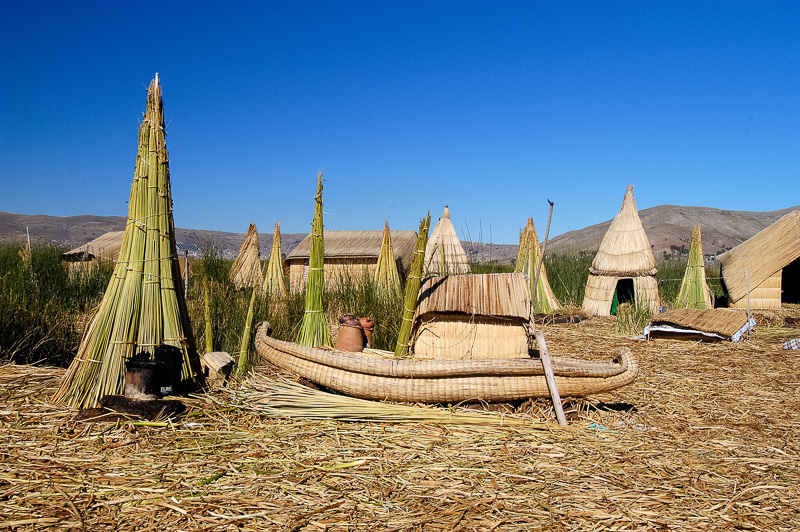 Traditional-reed-huts-Lake-Titicaca-Photo-0050A.jpg