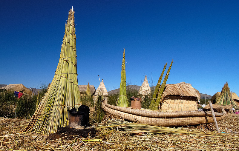 Traditional-reed-huts-Lake-Titicaca-Photo-0057A.jpg