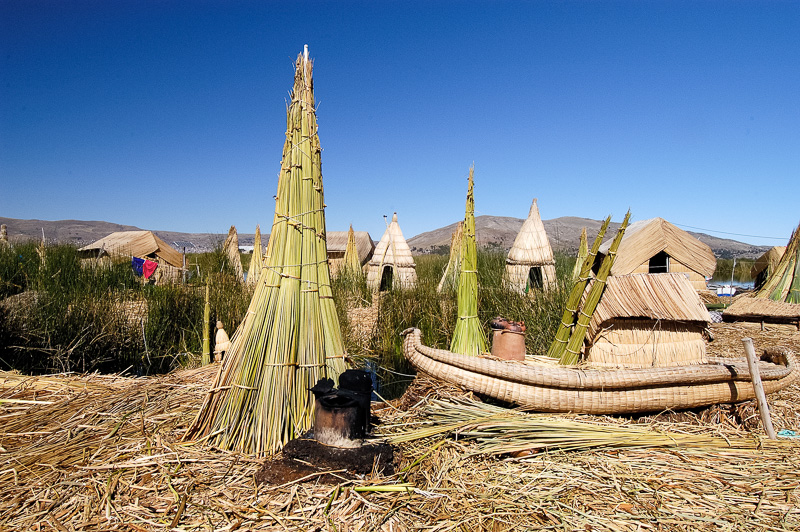 Traditional-reed-huts-Lake-Titicaca-Photo-0058A.jpg