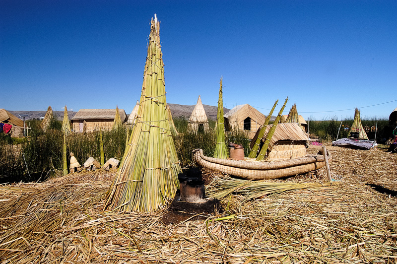 Traditional-reed-huts-Lake-Titicaca-Photo-0059A.jpg