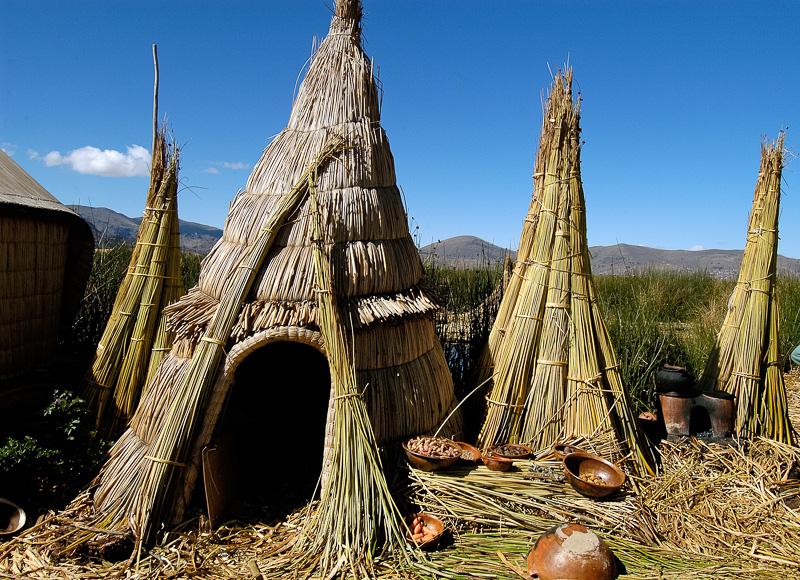 Traditional-reed-huts-Lake-Titicaca-Photo-0067b.jpg