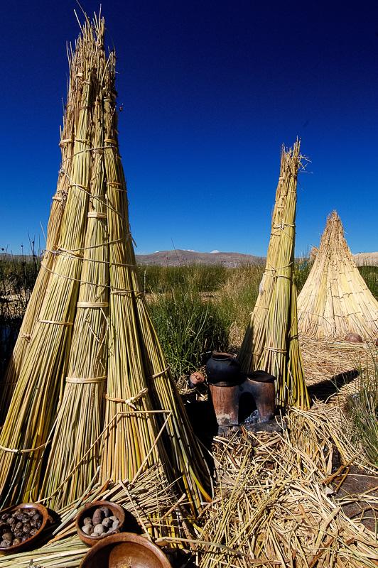 Traditional-reed-huts-Lake-Titicaca-Photo-0072A.jpg
