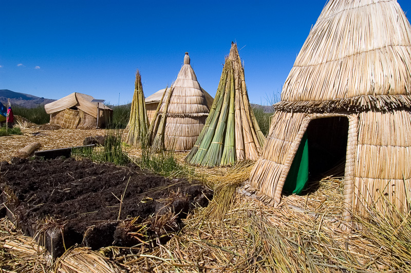 Traditional-reed-huts-Lake-Titicaca-Photo-114.jpg