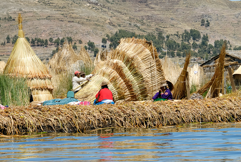 Traditional-reed-huts-Lake-Titicaca-Photo2658A.jpg