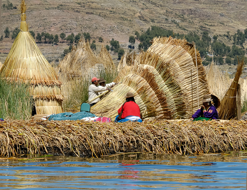 Traditional-reed-huts-Lake-Titicaca-Photo2658B-Edit.jpg