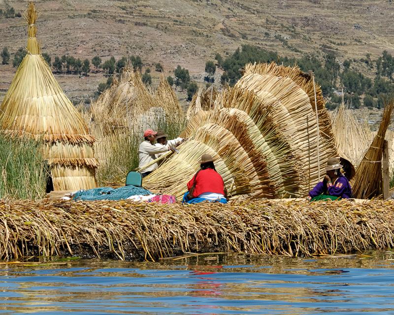Traditional-reed-huts-Lake-Titicaca-Photo2658B.jpg