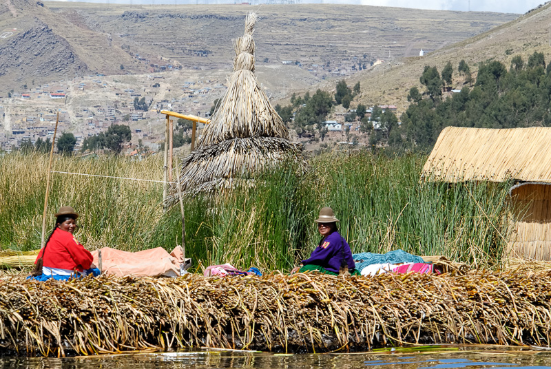 Traditional-reed-huts-Lake-Titicaca-Photo2661A.jpg