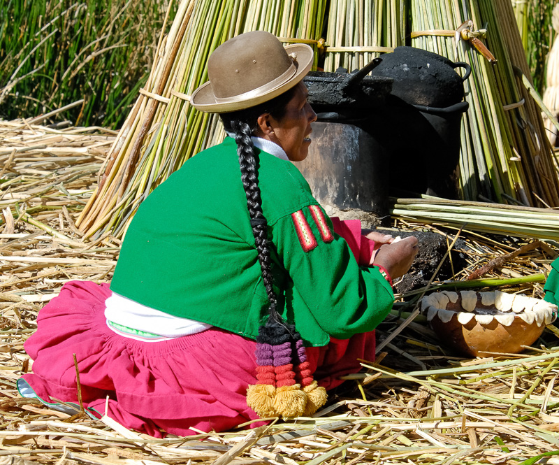 cooking-utensils-floating-islands-Lake-Titicaca-Photo-2502A.jpg