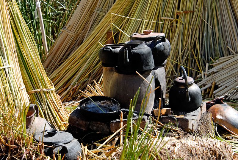 cooking-utensils-floating-islands-Lake-Titicaca-Photo-2548A.jpg