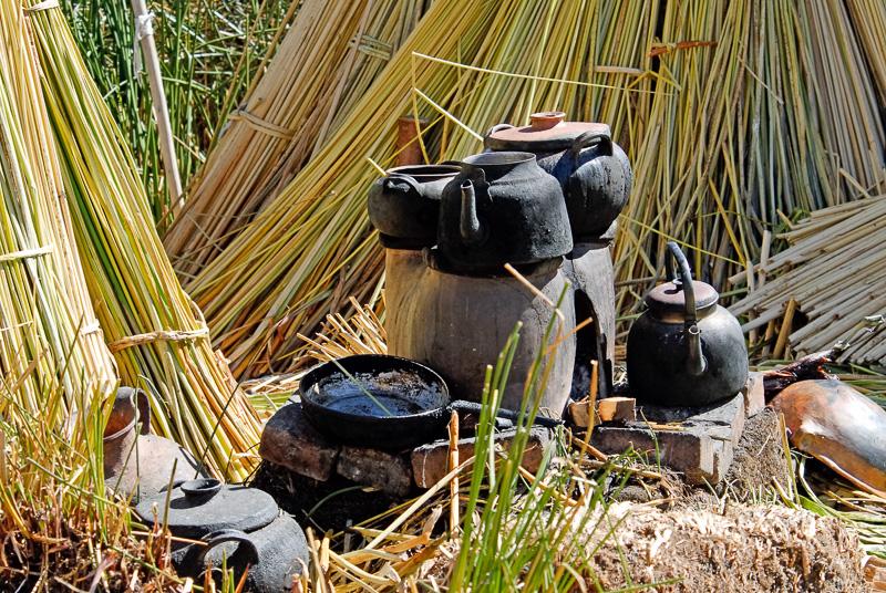 cooking-utensils-floating-islands-Lake-Titicaca-Photo-2548b.jpg