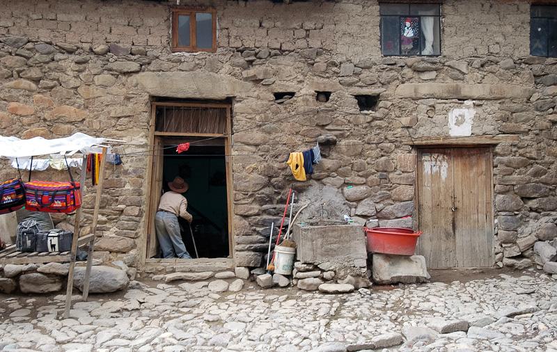 Entrance-rock-adobe-style-home-in-Ollantaytambo-Peru.jpg