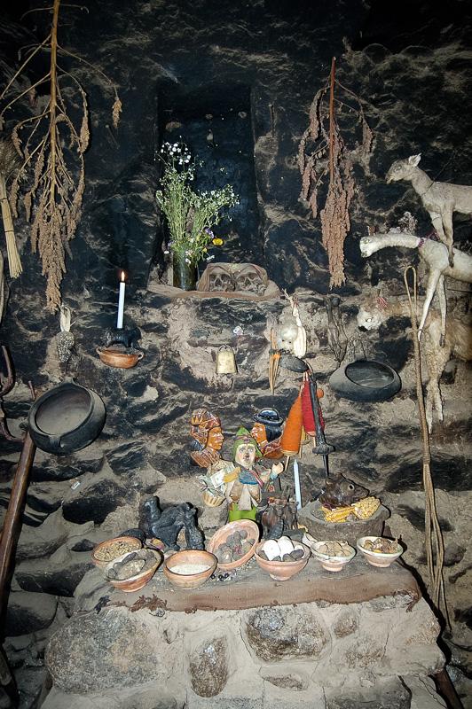 Interior-rock-adobe-style-home-Ollantaytambo-Peru-Photo_013.jpg