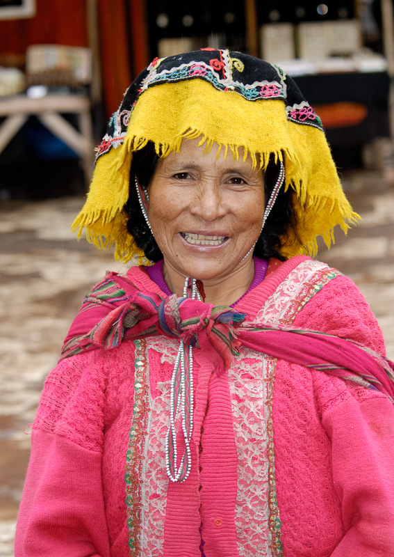 Peruvian-local-woman-in-colourful-clothes-044.jpg