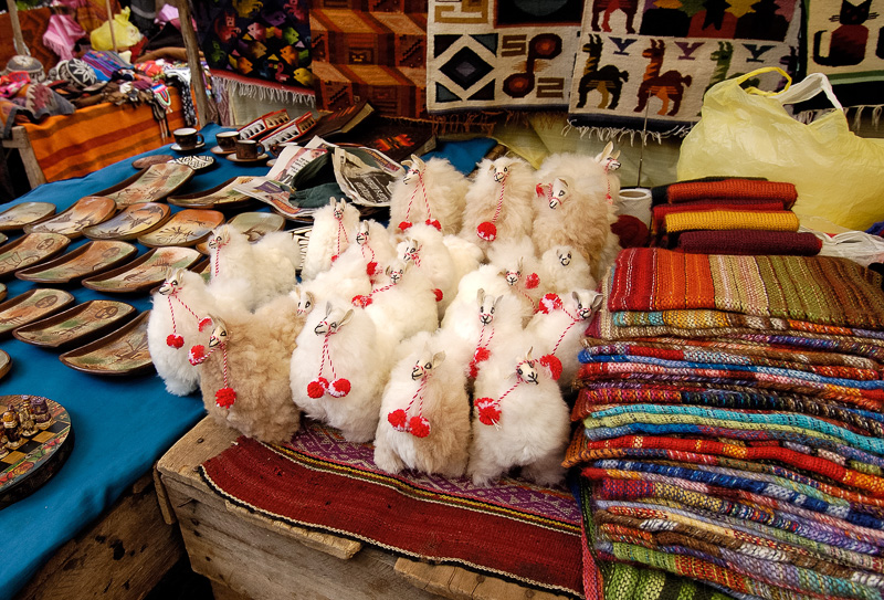 Tourists-items-for-sale-at-market-in-Peru_038.jpg