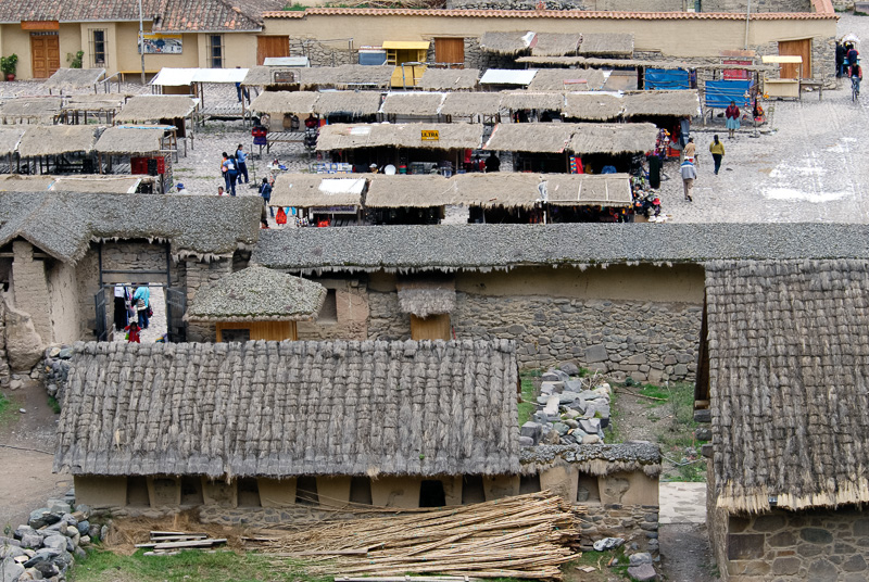 rooftops-from-town-near-Ollantaytambo-005.jpg
