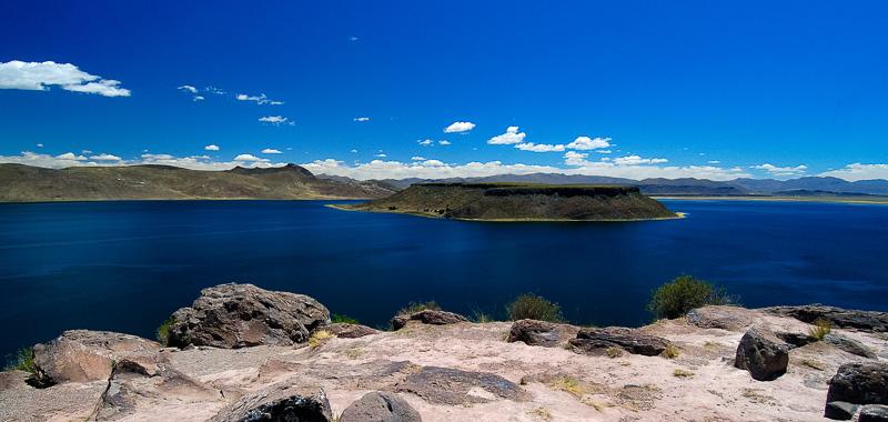 Lake-Umayo-near-Puno-in-Peru-Photo-012b.jpg