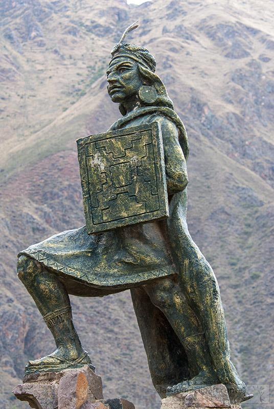 statue-of-ollantay-peru-1328.jpg