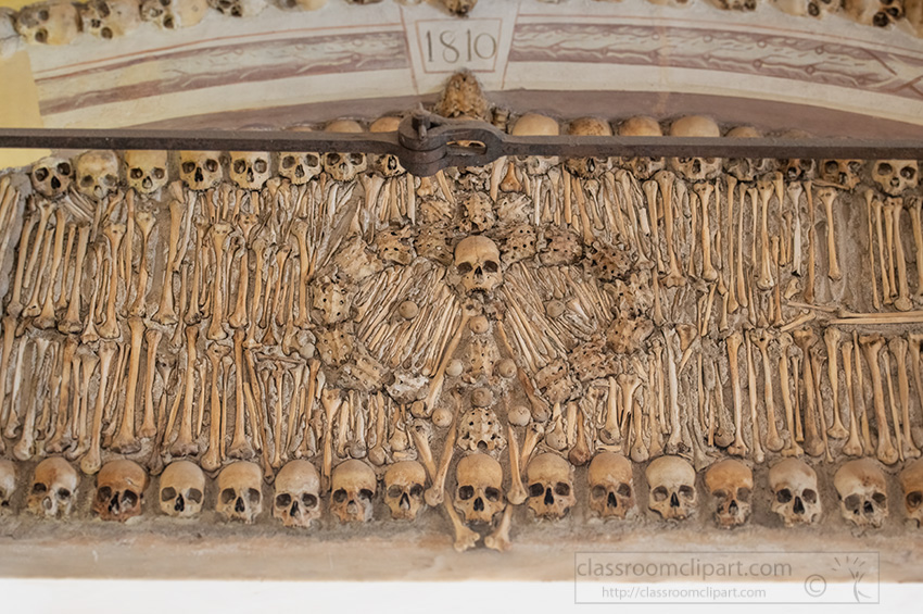 chapel-of-bones-in-evora-portugal-interior-walls.jpg