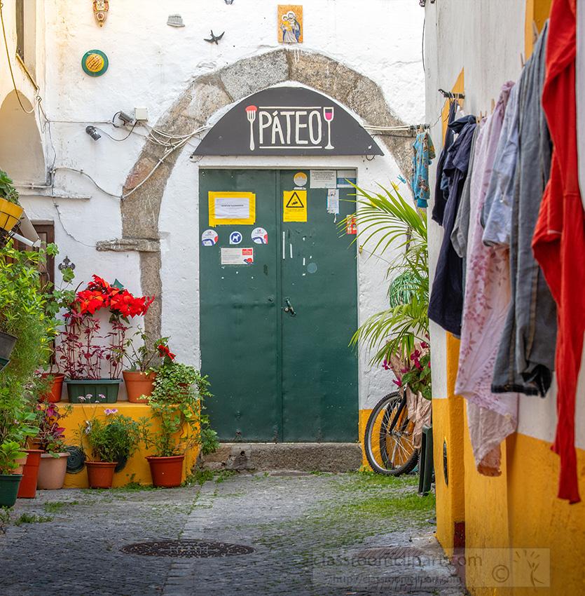 closed-restaurant-doors-in-an-alley-in-evora.jpg