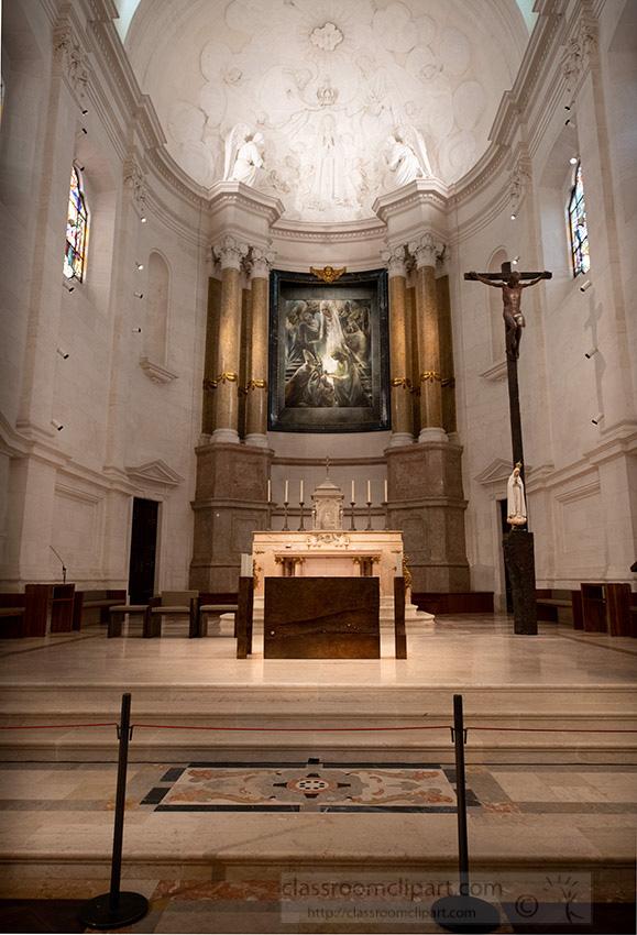 inside-our-lady-of-fatima-basilica-portugal_8504205.jpg