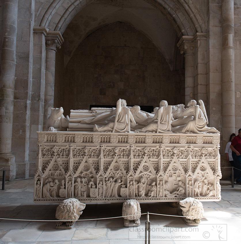 interior-of-the-church-alcobaca-medieval-roman-catholic-monastery_8504144.jpg