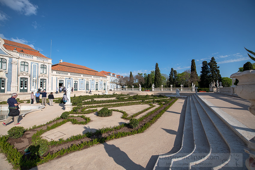 landscaped-grounds-of-the-palace-of-queluz.jpg
