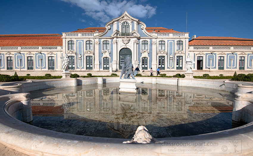 large-splash-fountain-at-the-palace-of-queluz.jpg