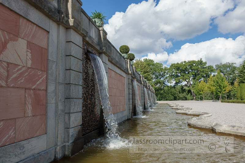Waterfall-fountains-in-gardens-Drottningholm-Palace-01688.jpg