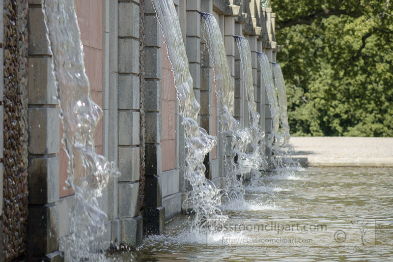 Waterfall-fountains-in-gardens-Drottningholm-Palace-01689.jpg