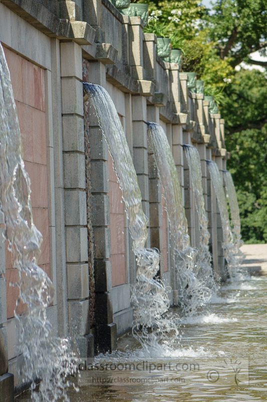 Waterfall-fountains-in-gardens-Drottningholm-Palace-01690.jpg