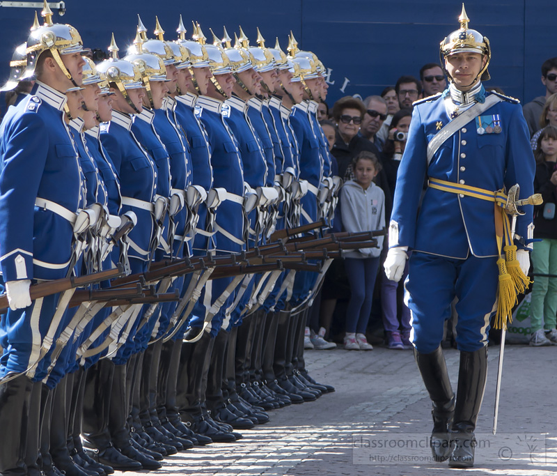 photo-changing-the-royal-swedish-guard-2.jpg