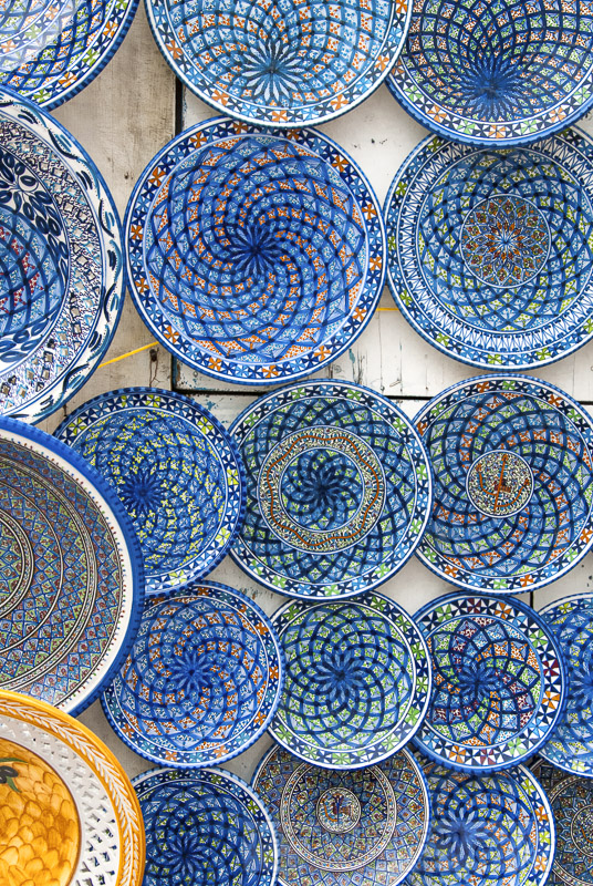 blue-and-white-round-ceramic-plates-for-sale-at-sidi-bou-said-tunisia-photo-image-013.jpg