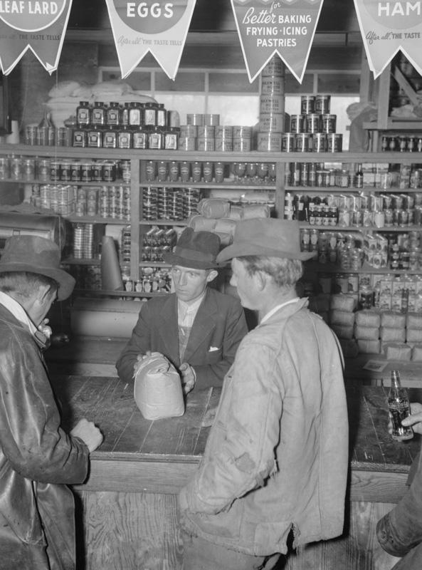farmers-at-store-in-skyline-farms-alabama-1937.jpg