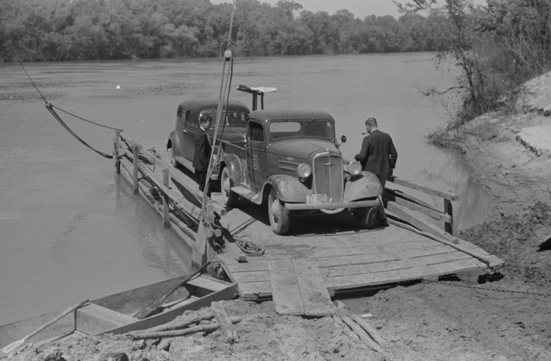 truck-coming-across-on-ferry-from-camden-to-gees-bend-alabama.jpg