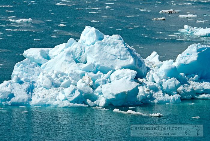 ice-floating-in-glacier-bay-alaska-photo_660cc.jpg