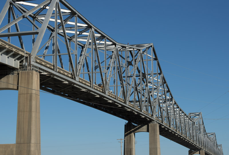 highway-truss-bridge-over-the-mississippi-river-connecting-rural-tunica-county-mississippi-with-the-towns-of-helena-and-west-helena-arkansas.jpg