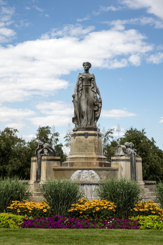 thatcher-memorial-fountain-at-the-esplanade-in-city-park-denver-colorado.jpg