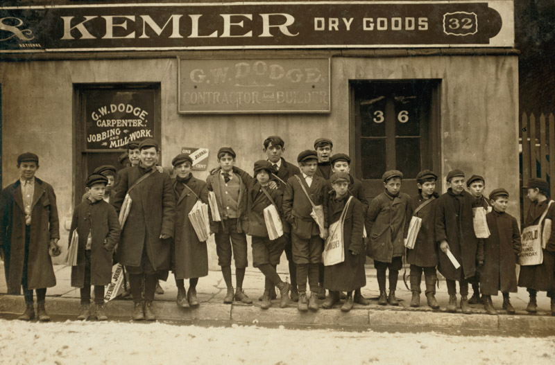 some-of-the-newsboys-returning-sunday-papers-1909.jpg