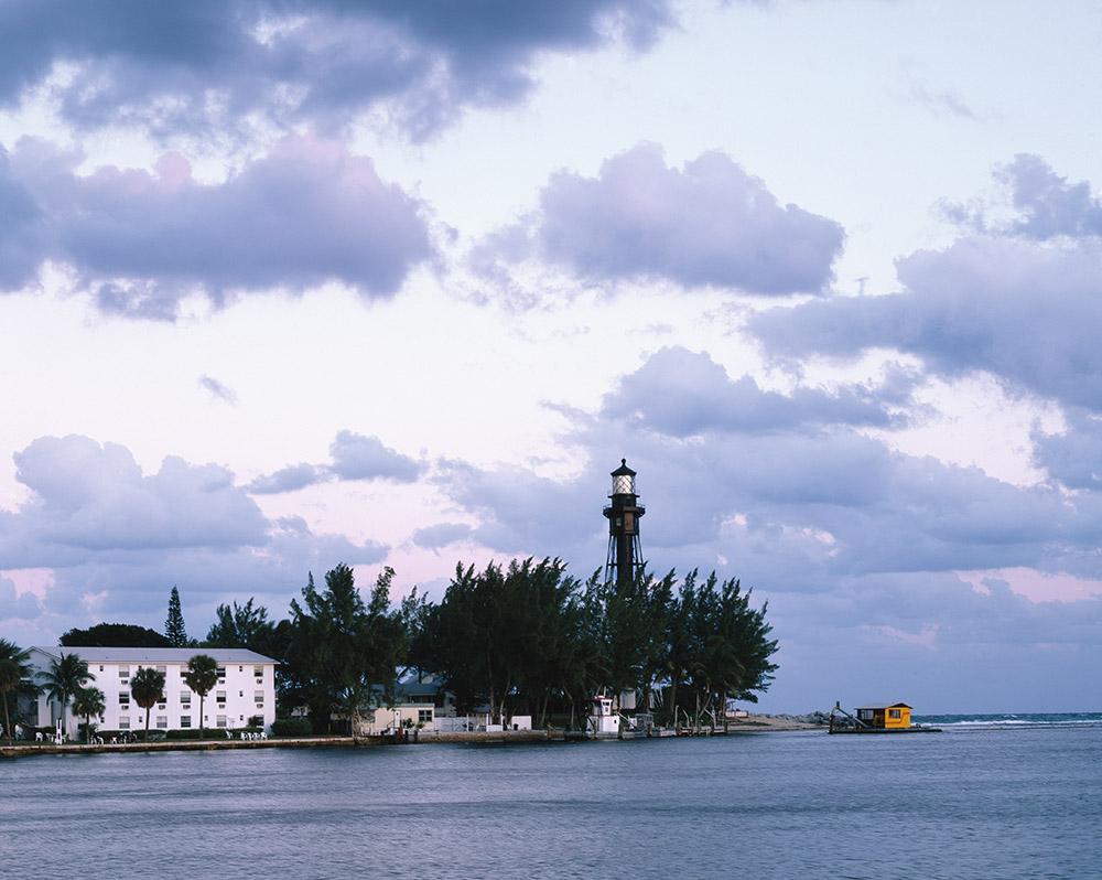 hillsboro-inlet-lighthouse-between-fort-lauderdale-and-boca-raton-in-hillsboro-beach-florida.jpg