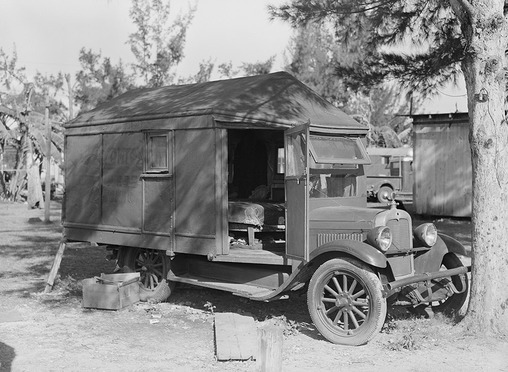 tom-tom-herb-tonic-truck-in-transient-labor-cabin-and-trailer-camp.-belle-glade-florida-1939.jpg