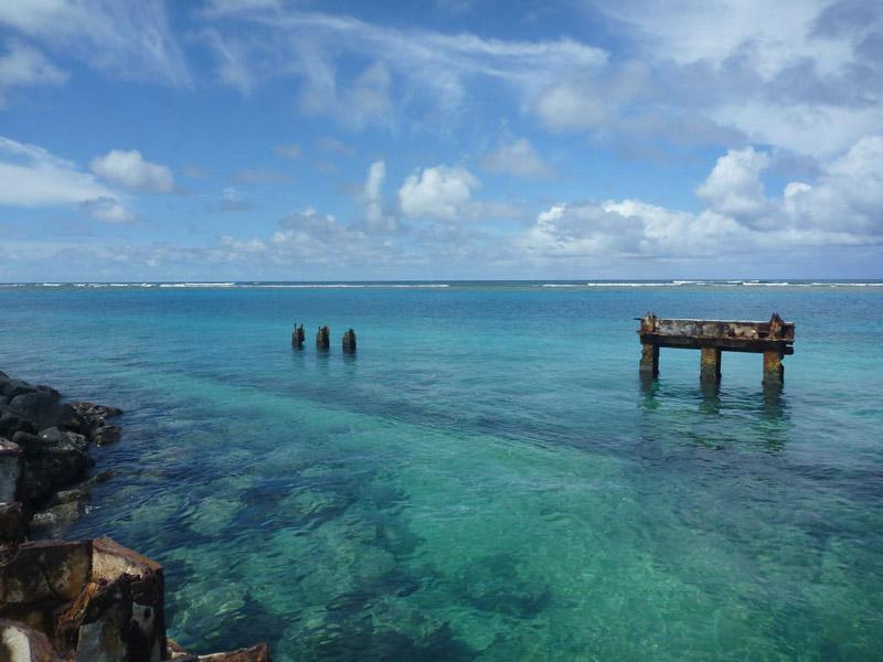photo-blue-tourqouise-waters-of-tern-island-scenic-hawaii.jpg