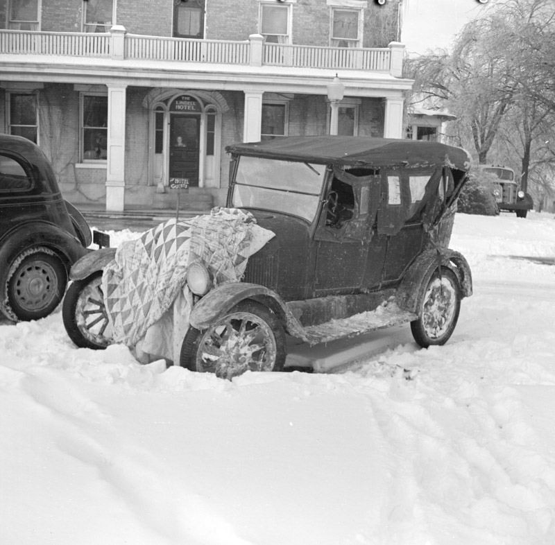 automobile-owned-by-southern-illinois-farmers-1937.jpg