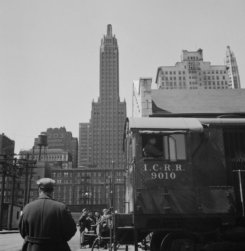 chicago-llinois--diesel-switch-engine-illinois-central-railroad-freight-terminal-1943.jpg