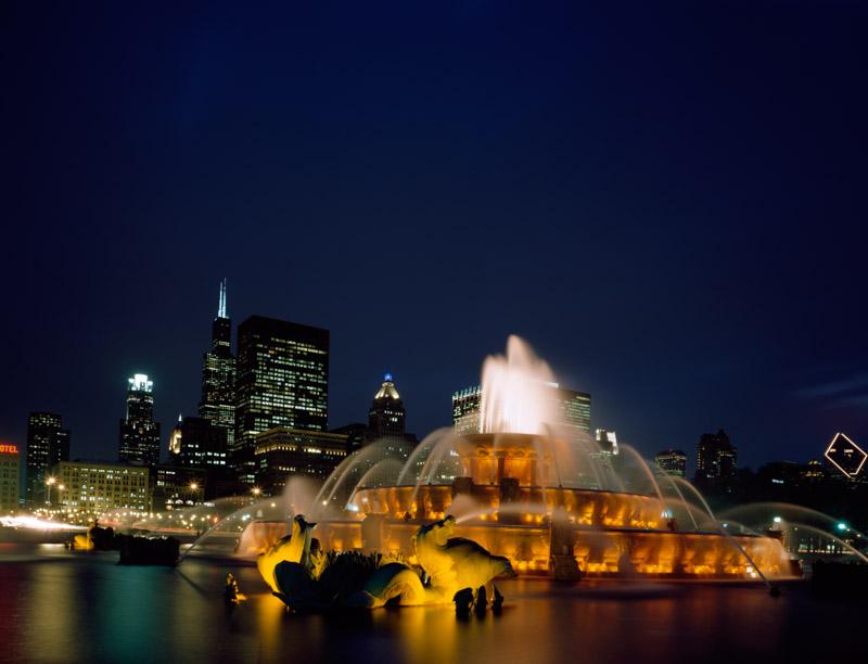 dusk-view-of-buckingham-fountain-in-chicago-illinois.jpg