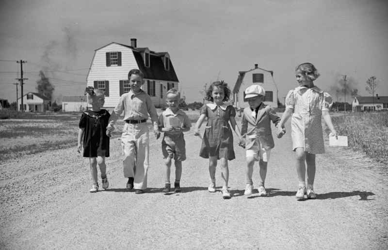 children-coming-home-from-school-decatur-homesteads-indiana-1936.jpg
