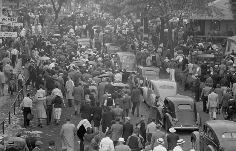 crowds-at-races-indianapolis-indiana-1938.jpg