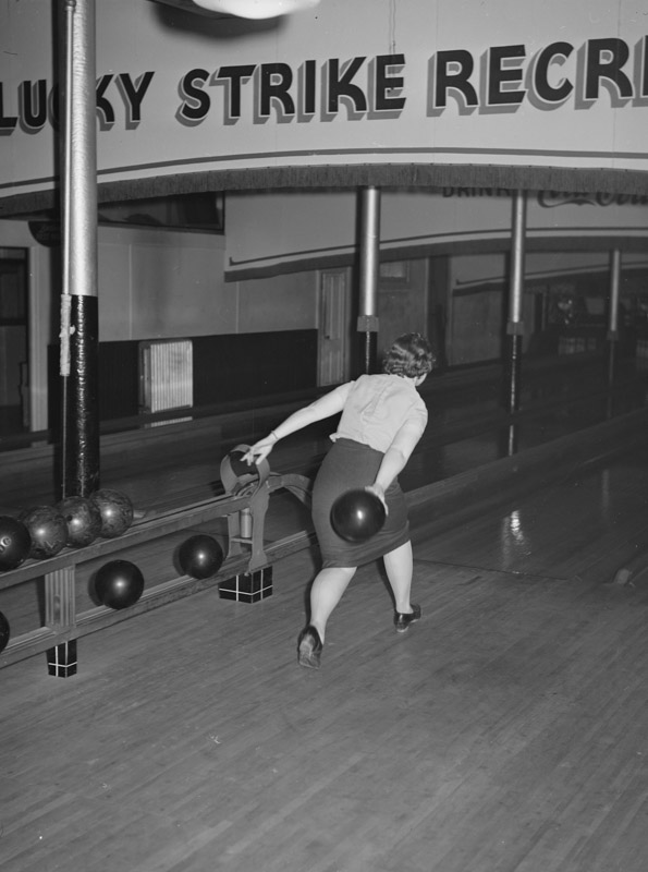 girl-bowling-clinton-indiana.jpg